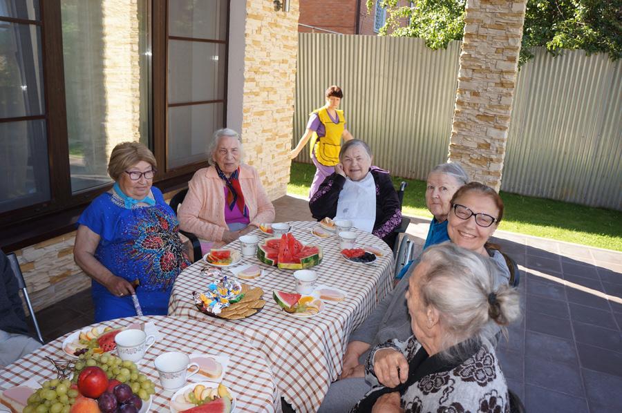 помощь пенсионерам из дома престарелых