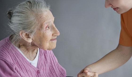 сенильная деменция старушки