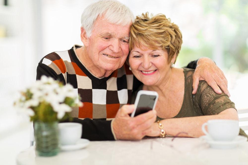 какой выбрать телефон для пожилых