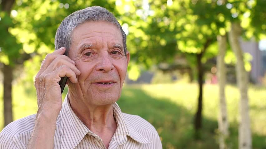 выбрать телефон пожилому