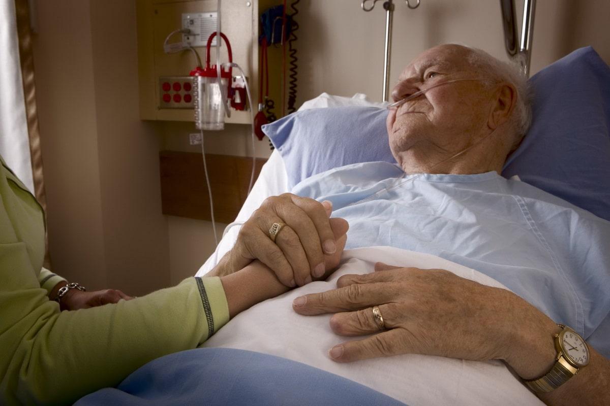 забота о лежачем пожилом